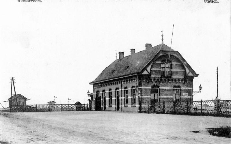 Foto van rond 1903. Druk is het niet op station Westervoort, dat is het ook nooit geworden, reden waarom de reizigersdienst al in 1936 beëindigd werd.