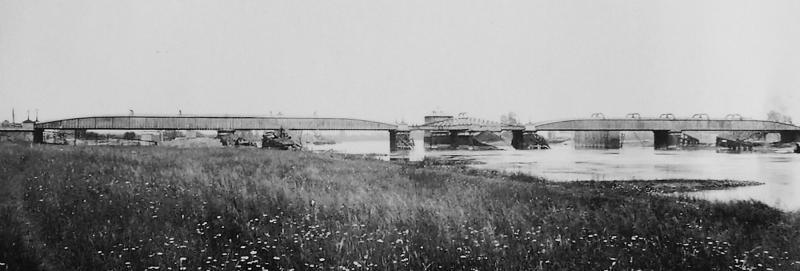 Foto van de draaispoorbrug uit ongeveer 1880, ontworpen door Ir. Edwin Clark.