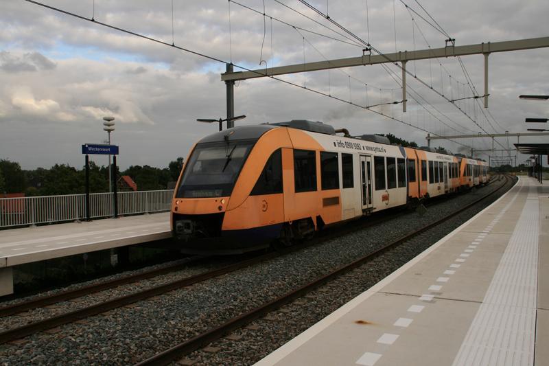 De eerste jaren na de heropening van de reizigersdienst stopten in Westervoort de treinen van Breng en van Syntus.