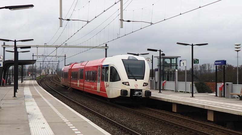 Een treinstel van Ariva vanaf Winterswijk op weg naar Arnhem.