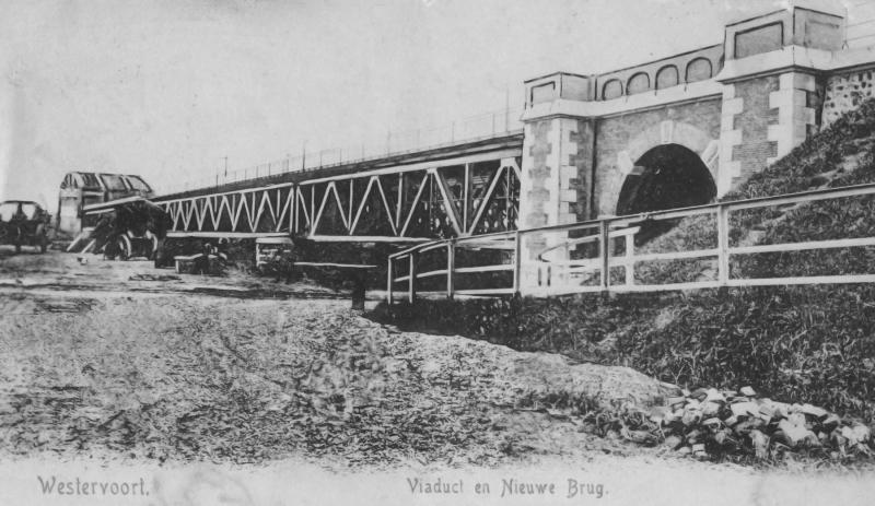Viaduct en Nieuwe Brug, nou ja, drie bruggen. Ook buiten het dorp, aan de IJsseldijk, lag een viaduct.