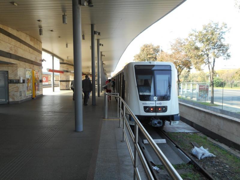 modern metro-stel op lijn 2