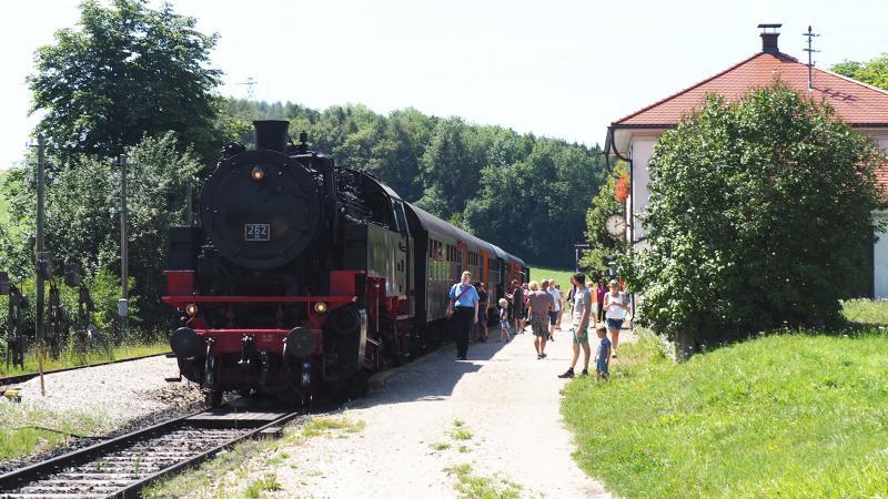 Gezellige drukte op station Fützen.
