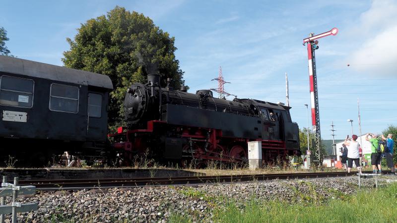 Loc BB 262 is klaar voor vertrek vanuit Blumberg-Zollhaus.