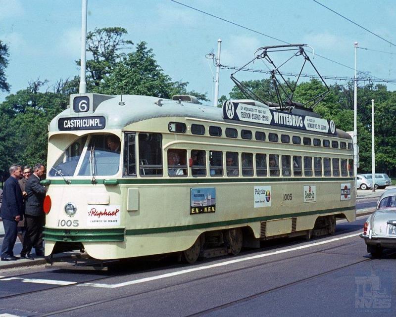 De 1005 op de foto is al eenmanwagen, te herkennen aan de rode schijf voorop. Een tram uit de eerste serie PCC-cars die lijn 6 als werkterrein had.